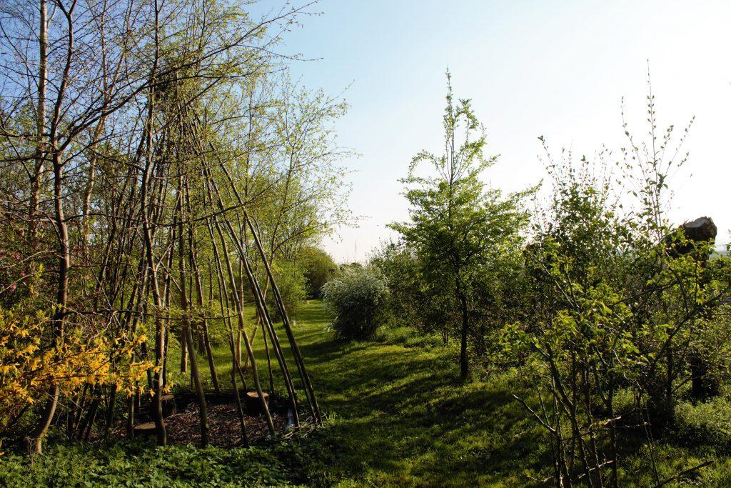 Kinderen kunnen spelen in de royale tuin